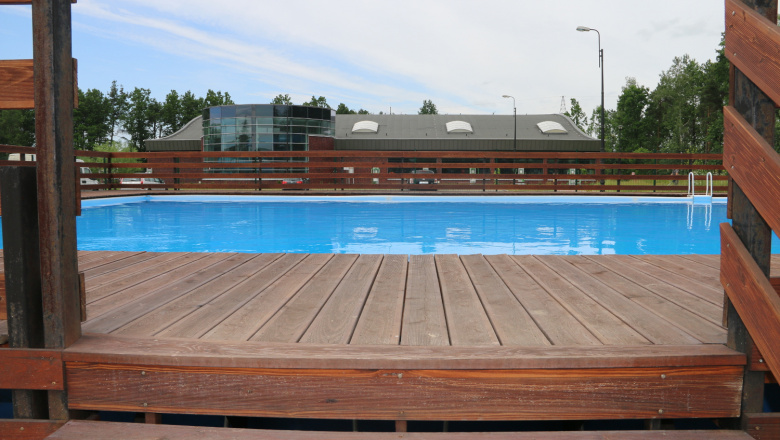 zdjęcie odkrytych basenów